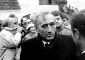 Odsłonięcie popiersia Tadeusza Mazowieckiego pod pierwszą siedzibą KIK
